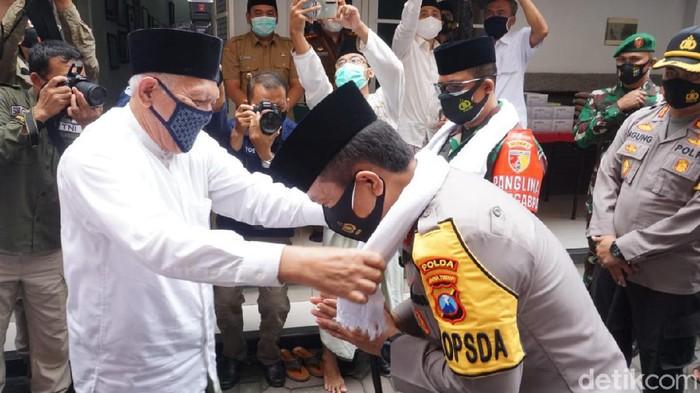 Kapolda Jawa Timur Irjen Nico Afinta bersama Pangdam V/Brawijaya bersilaturahmi ke Pondok Pesantren Tebu Ireng Jombang. Tak hanya itu, Nico juga ziarah ke makam Presiden RI keempat Abdurrahman Wahid atau Gus Dur.