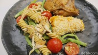 KFC Naughty by Nature: Menu Sehat Paduan Salad dan Fried Chicken