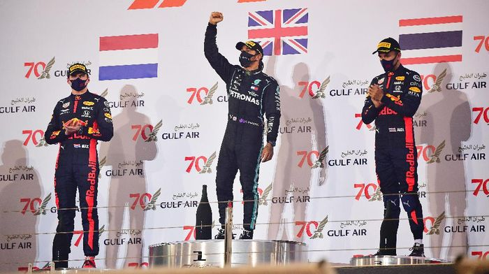 BAHRAIN, BAHRAIN - NOVEMBER 29: Race winner Lewis Hamilton of Great Britain and Mercedes GP, second placed Max Verstappen of Netherlands and Red Bull Racing and third placed Alexander Albon of Thailand and Red Bull Racing celebrate on the podium during the F1 Grand Prix of Bahrain at Bahrain International Circuit on November 29, 2020 in Bahrain, Bahrain. (Photo by Giuseppe Cacace - Pool/Getty Images)