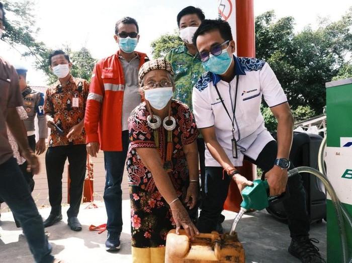 Masyarakat di Desa Long Pahangai, Kabupaten Mahakam Ulu dan sekitarnya kini bisa menikmati BBM satu harga.