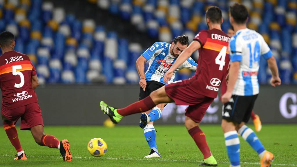 Video Napoli Bantai AS Roma 4-0