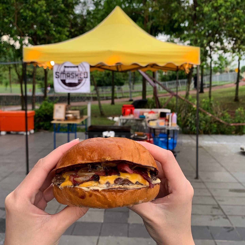 Pilot Ganteng Di-PHK, Alih Profesi Jadi Penjual Burger