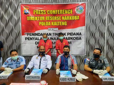 Polda Kalteng dan pihak Lapas Kasongan gelar jumpa pers terkait kasus penangkapan 2 pelaku pengedar sabu hingga berujung cekcok dengan petugas Lapas Kasongan (dok Istimewa)