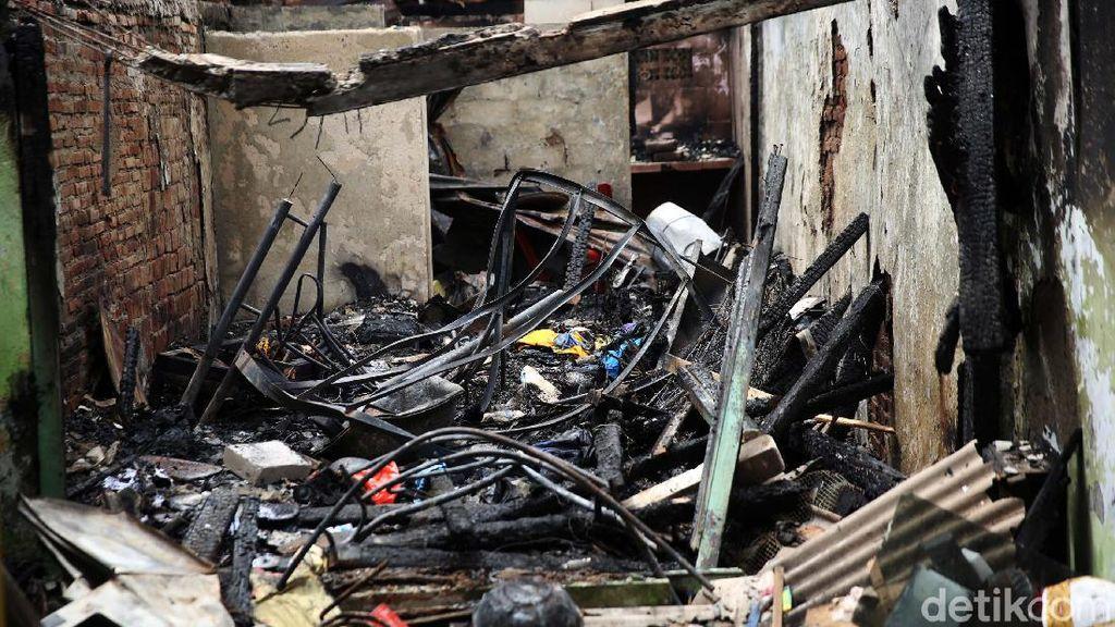 Potret Puing Kebakaran yang Hanguskan 12 Rumah di Petamburan