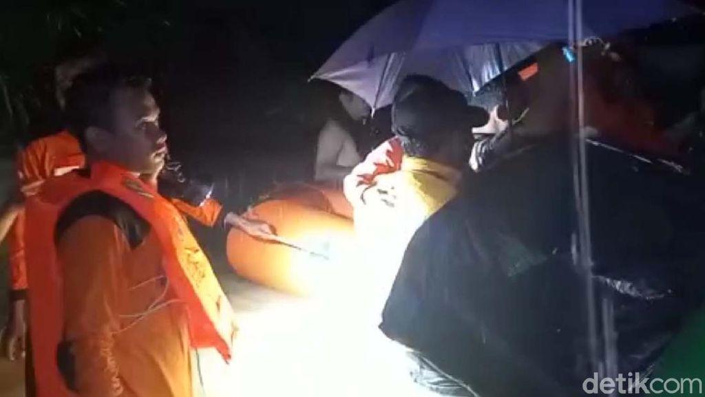 Ratusan Warga Korban Banjir di Rembang Mengungsi