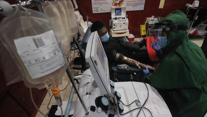 Ragam cara dilakukan untuk menangani virus Corona. Salah satunya donor plasma darah dari penyintas COVID-19 untuk bantu pasien COVID-19 lain yang masih dirawat.