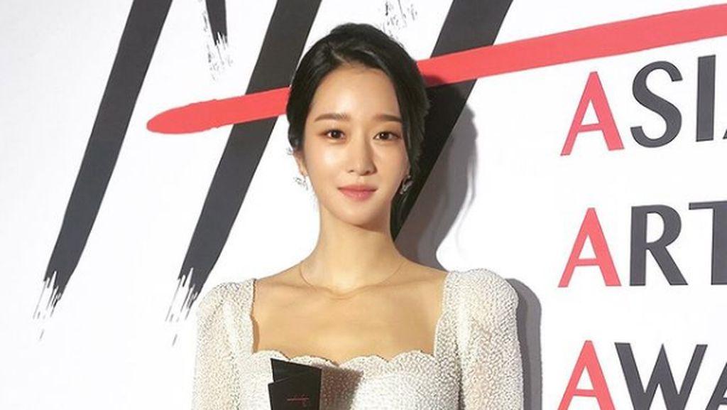 Foto: Cantiknya Seo Ye Ji Pakai Gaun Pengantin di Asia Artist Awards 2020