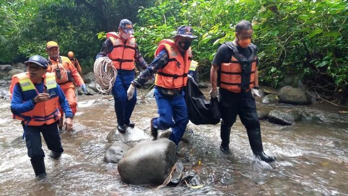 tewas terseret banjir