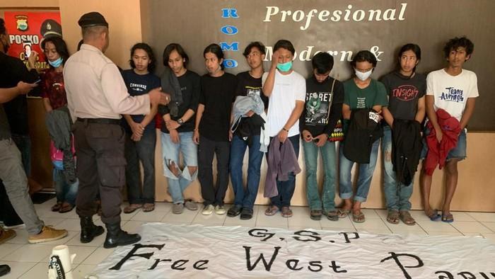 15 Mahasiswa di Sinjai, Sulsel diamankan polisi karena demo membawa atribut KKB Papua (dok. Istimewa).