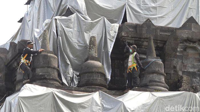 Balai Konservasi Borobudur (BKB) mulai menutup Candi Mendut di Kabupaten Magelang. Penutupan dilakukan untuk mengantisipasi hujan abu erupsi Gunung Merapi.