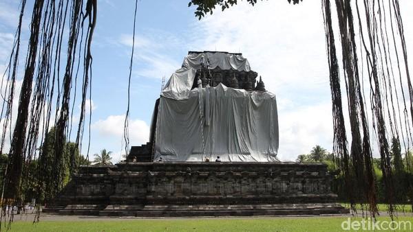 Penutupan ini dilakukan untuk mengantisipasi hujan abu jika terjadi erupsi Gunung Merapi.