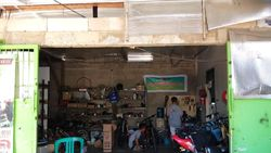 Mampir ke Petrikbike, Bengkel yang Modifikasi Motor Bensin Jadi Motor Listrik
