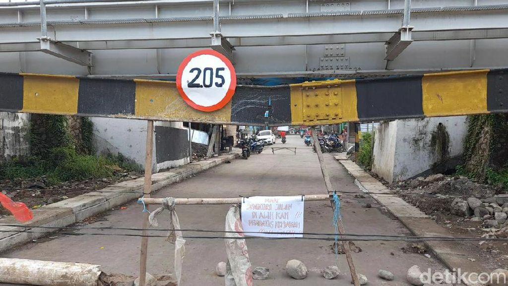 Portal Underpass Ketanggungan Brebes Patah, Jalur Utama ke Kota Ditutup
