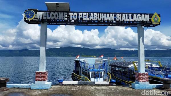 Detikcom berkesempatan menaiki kapal motor dari Pelabuhan Siallagan menuju Parapat. Waktu yang ditempuh yaitu sekitar 30 menit.