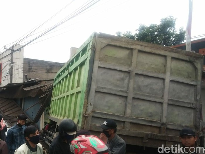 Detik-detik tabrakan beruntun di Tanjungsari Sumedang