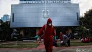 Balai Kota DKI Disemprot Disinfektan
