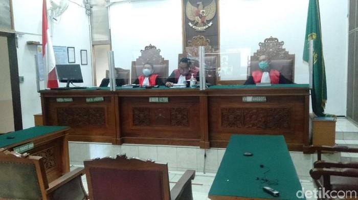 Hakim membacakan putusan untuk Brigadir AM di pengadilan Negeri Jakarta Selatan. (Ibnu Hariyanto/detikcom)
