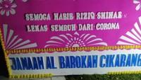 Karangan Bunga Lekas Sembuh Habib Rizieq Berdatangan di Kompleks Mutiara Sentul
