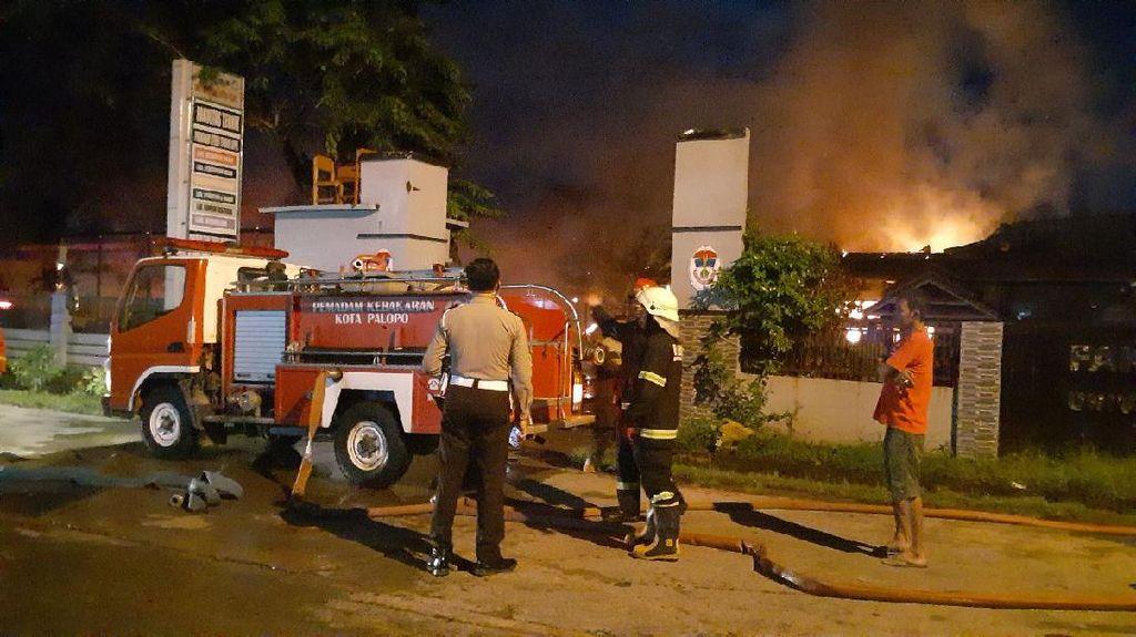Gedung Fakultas Teknik Unanda Palopo Terbakar Subuh Tadi, Polisi Selidiki