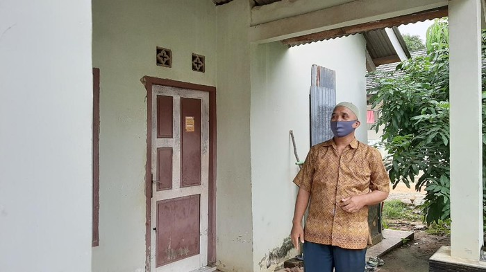 Ketua RT saat menceritakan soal penggeledahan di rumah terduga teroris yang ditangkap (Raja Adil-detikcom)