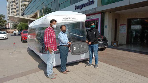 Mobil Tata dibungkus bubble wrap