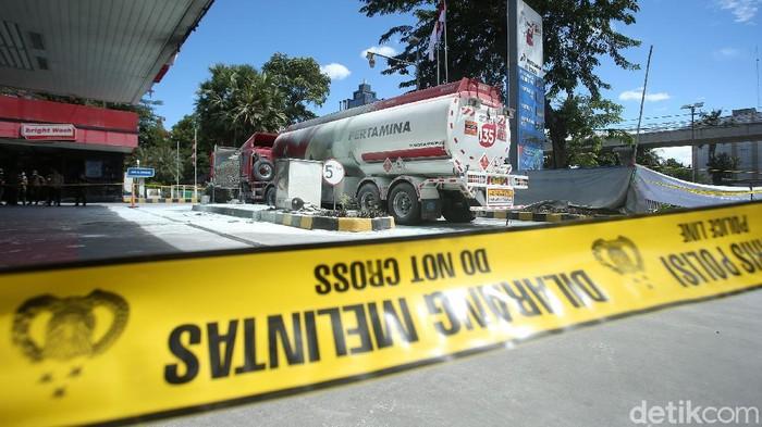 Kebakaran mobil tangki terjadi di SPBU MT Haryono, Jakarta Selatan, Selasa (1/12/2020). Saat ini, PT Pertamina (Persero) tengah melakukan investigasi.