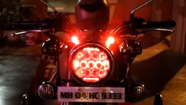 Motor dengan lampu bercahaya