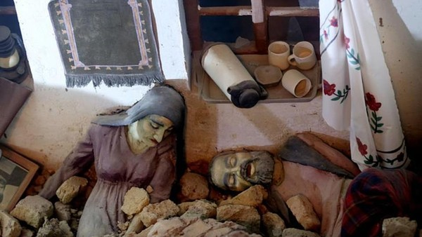 Sebelum membuat diorama perang di Museum Jihad, seniman serta sejarawan memang duduk bersama dan mewawancarai langsung para pejuang serta penyintas perang, sehingga mereka bisa mereka ulang adegan untuk diorama dengan sangat detail. (AP)