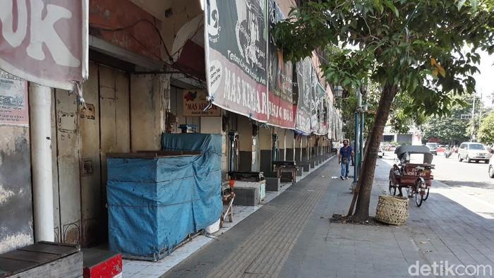 Pasar Gede Solo sisi timur ditutup usai 11 pedagang positif Corona, Selasa (1/12/2020).
