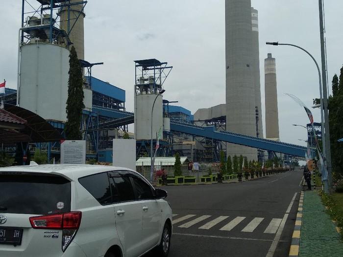 Koalisi Laut Biru demo soal tumpahan batu bara dari PLTU Paiton di unit 7-8, yang dinilai merusak ekosistem laut. PT Paiton Energy menyampaikan bahwa produksi selama ini sudah sesuai standar nasional.