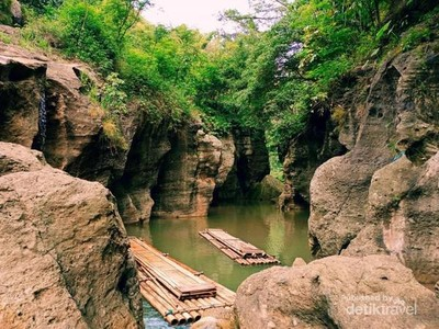 Bukan Green Canyon, Ini Cikahuripan dari Bandung