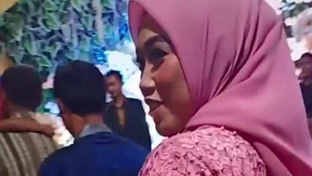 Kisah Wanita Viral karena Tegar Datang ke Nikahan Eks Suami Saat Baru Cerai
