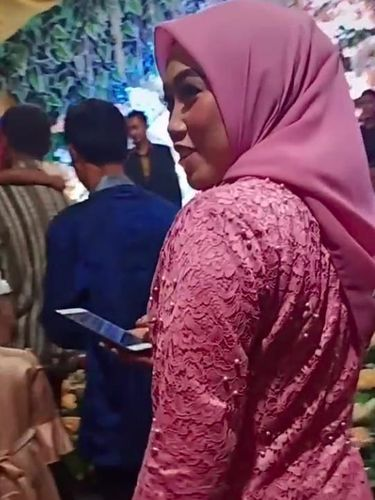 Viral di TikTok, Wanita Datangi Pernikahan Mantan Suami Usai Akta Cerai Baru Keluar Sebulan