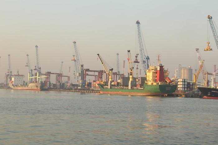 Aktivitas pelabuhan