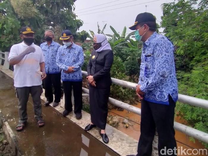 Ada 500 KK yang menempati area sungai di daerah langganan banjir di Bojonegoro. Yakni di Desa Kunci, Kecamatan Dander.