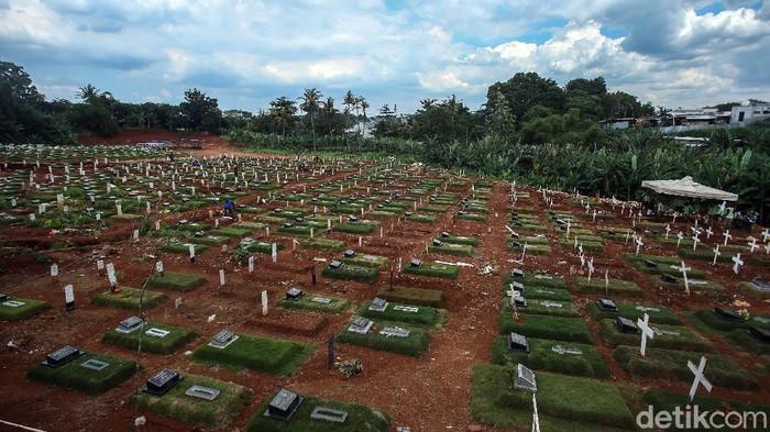 Lahan khusus untuk jenazah COVID-19 muslim di TPU Pondok Rangon, Jaktim, penuh. Jenazah COVID-19 muslim pun diberi opsi dimakamkan dengan sistem tumpang.
