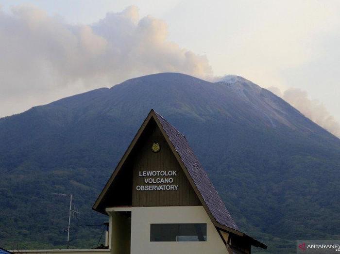 Gunung Illi Lewotolok.