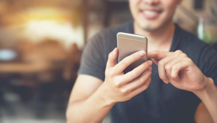 Ilustrasi pengguna smartphone
