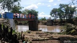 Jembatan Antardesa di Brebes Putus Diterjang Banjir Bandang