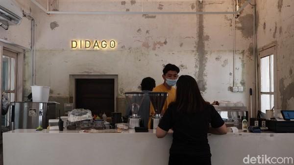 Lokasinya berada di Jalan Ir. H. Djuanda nomor 21 Kota Bandung. Kebanyakan anak muda menyebut Didago sebagai hiddem gem atau tempat nongkrong yang tersembunyi.