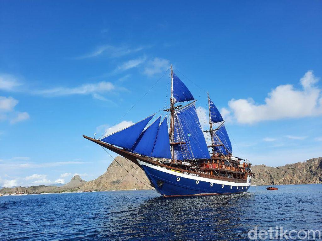 Serunya Liburan di Labuan Bajo Naik Kapal Pinisi Sea Safari