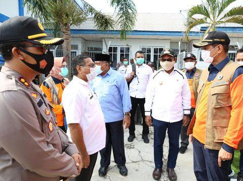 Kepala BNPB Doni Monardo meninjau pengungsian korban erupsi Gunung Ili Lewotolok (dok BNPB)