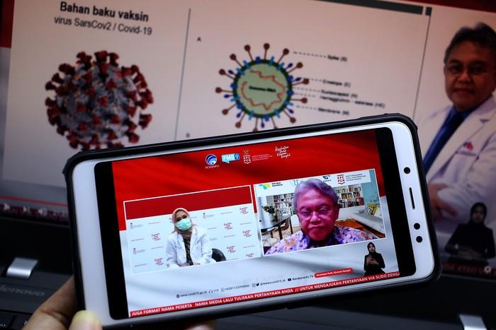 Dr. Erika, Sp,JP.FIHA, spesialis jantung dan pembuluh darah RS Pusat Pertamina bersama Prof. DR. dr. Soedjatmiko, Sp.A(K), Msi (Anggota Komite Penasihat Ahli Imunisasi Nasional, ITAGI)) dalam dialog produktif bertema Persiapan Saat Vaksin Tiba di Jakarta, Rabu, 2 Desember 2020.