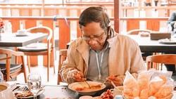 Mahfud MD, Menkopolhukam yang Hobi Makan di Warteg