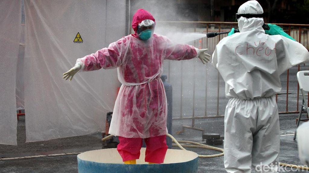 Melihat Lebih Dekat Proses Dekontaminasi Petugas Medis