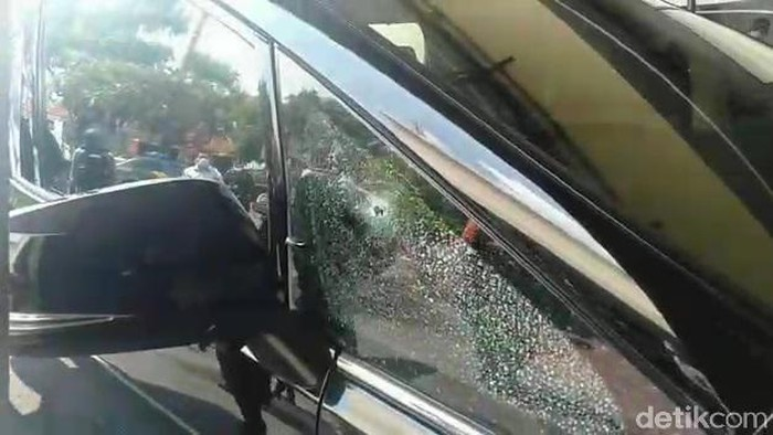 Mobil bos pabrik tekstil yang ditembaki di Solo, Rabu (2/12/2020).