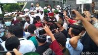 Laskar FPI Hadang Penyidik Temui HRS, Komisi III: Polisi Harus Tindak!