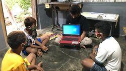 MudahkanBelajar Online, Pertamina Bagikan 50 Laptop ke 32 SD
