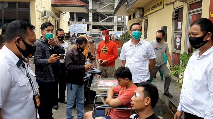 Polisi tembak 2 pria terduga jambret di Palembang (Raja Adil-detikcom)