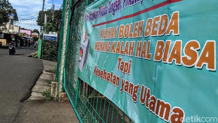 Sejumlah spanduk berisi ajakan untuk tak golput hiasi Tangerang Selatan. Kehadiran spanduk itu terkait dengan pelaksanaan Pilkada 2020 pada 9 Desember mendatang